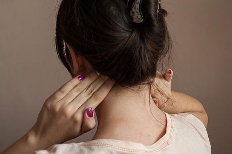 Давит на уши и тошнит. Болит голова закладывает уши — симптомы какой болезни